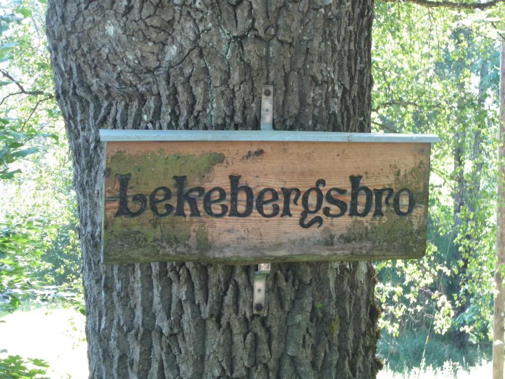 Lekebergsbro.  Känd med sången ´Tesslördan´ av Jeremias i Tröstlösa. Dans på Lekebergsbron. Trallallalalalej nu tänker jag på dig...!